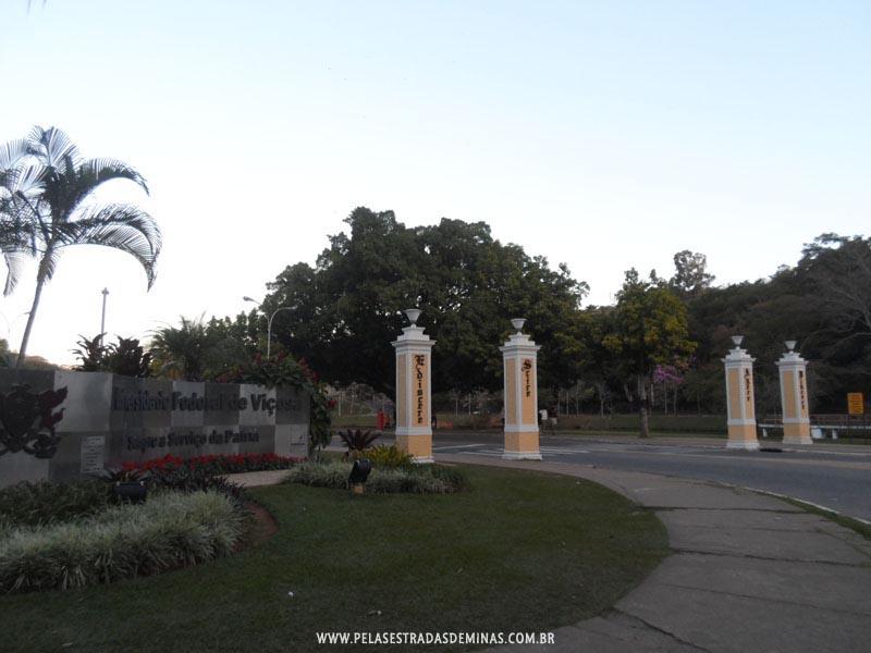 Entrada da Universidade Federal de Viçosa - Quatro Pilastras
