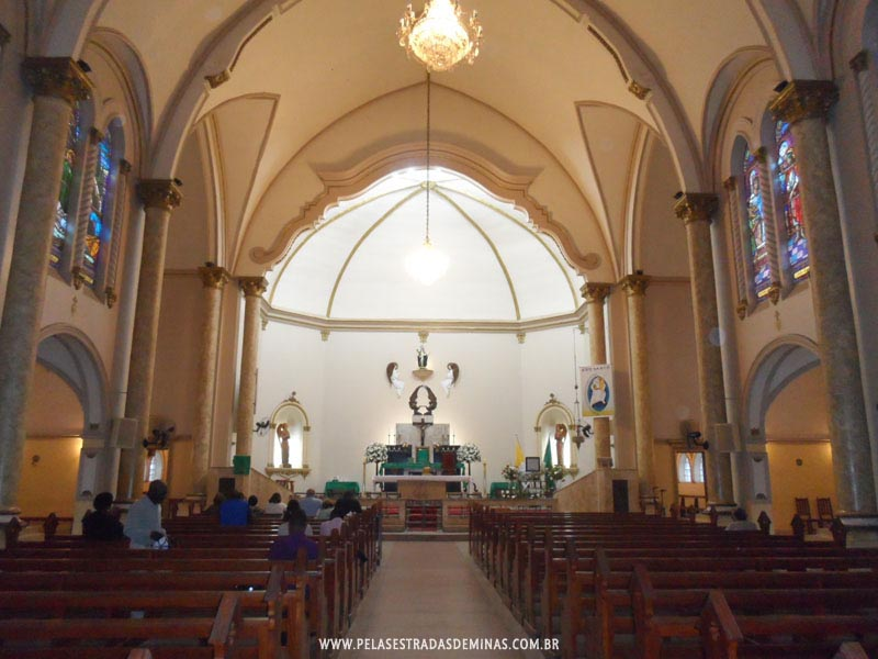 Interior do Santuário de Santa Rita de Cássia
