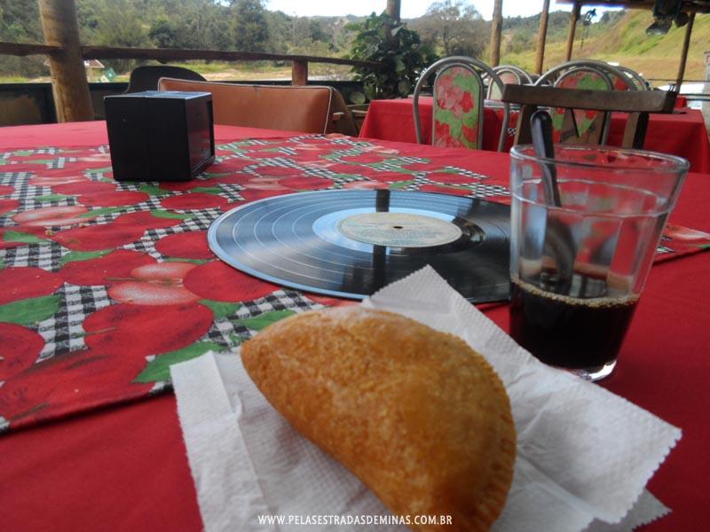 Foto: Museu Jeca Tatu - Pastel de Angu com Café