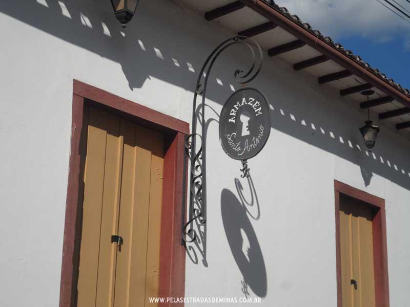 Foto: Placa do Armazém em Glaura - Ouro Preto