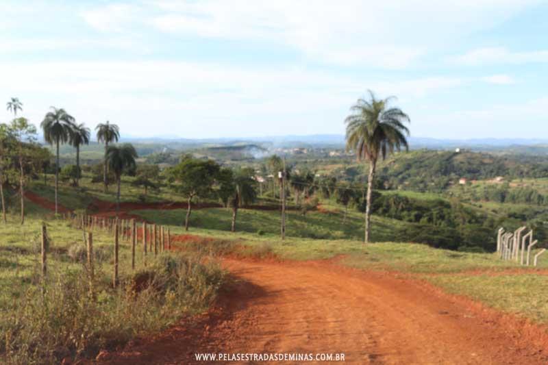 Estrada de acesso ao Sítio Pedra Pintada em Cocais-MG