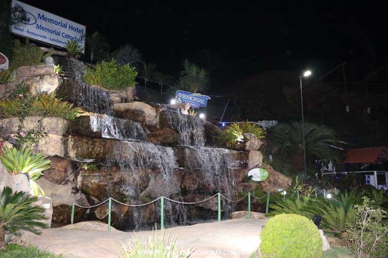 Cachoeira do Memorial Cotochés - Vista Noturna