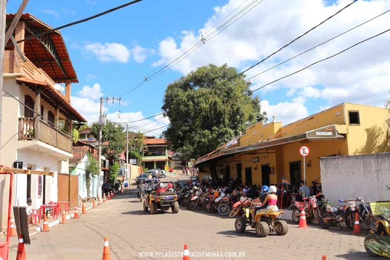 Bares e Restaurantes agitam o distrito de São Sebastião das Águas Claras - Macacos