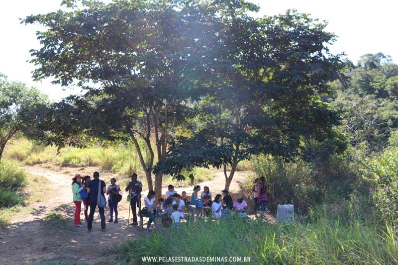 Pausa para lanches durante trilha no Parque Estadual Serra Verde em BH