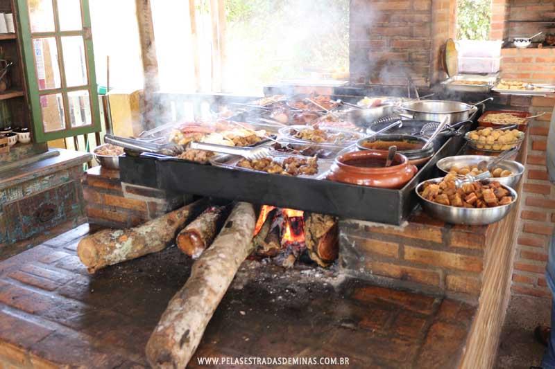 Comida Mineira no Fogão a Lenha no Restaurante Evolução da Gula