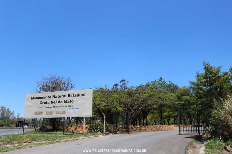 Entrada do Monumento Natural Estadual Gruta Rei do Mato